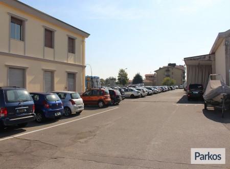 I.V.M. Parking (Paga online) foto 3