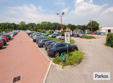 New Linate Parking (Paga online) foto 5
