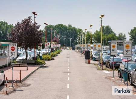 New Linate Parking (Paga online) foto 1