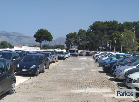 Orange Airport Parking (Paga in parcheggio) foto 9