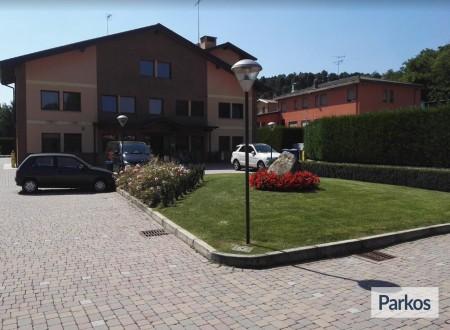 Orange Hotel Parking (Paga online) foto 3