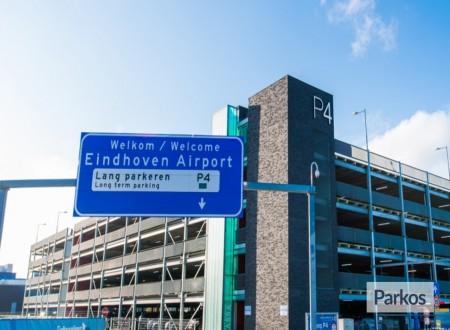 P4 Eindhoven Airport foto 1