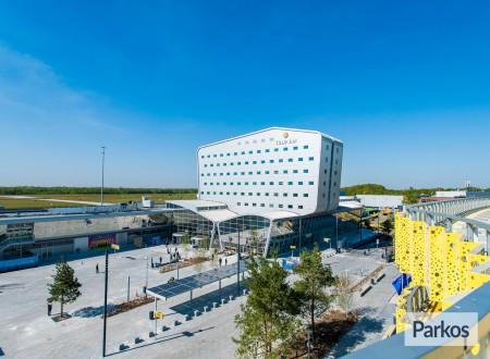 P4 Eindhoven Airport foto 2