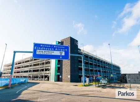 P4 Eindhoven Airport foto 3