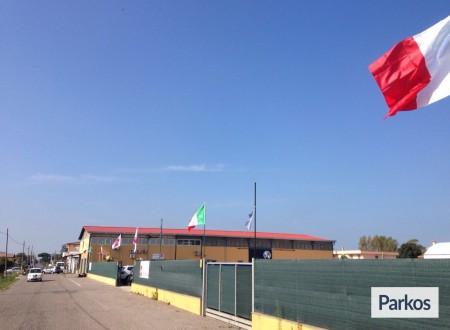 Parcheggio a Fiumicino (Paga in parcheggio) foto 11