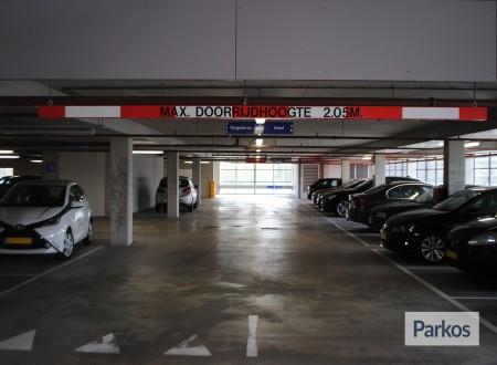 Terminal- Parking Rotterdam Airport foto 3