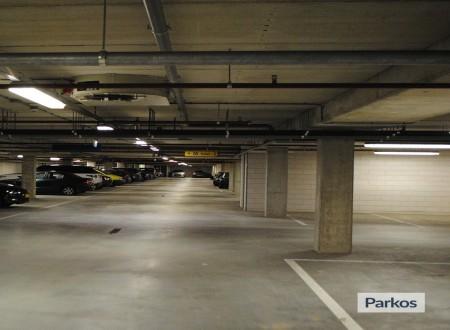 Terminal- Parking Rotterdam Airport foto 8