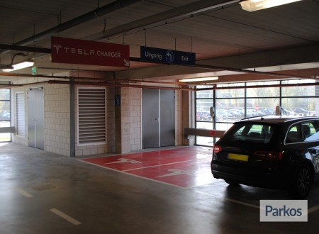 Terminal- Parking Rotterdam Airport foto 4