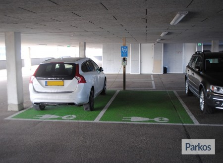 Terminal- Parking Rotterdam Airport foto 5