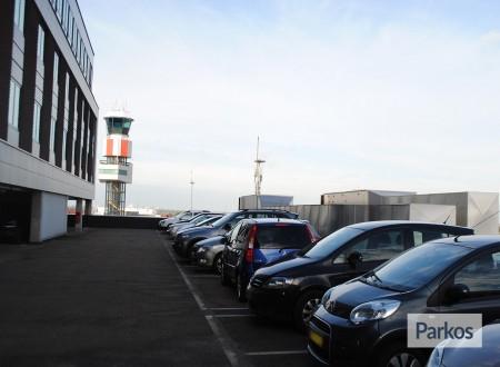 Terminal- Parking Rotterdam Airport foto 7