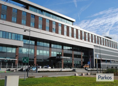 Terminal- Parking Rotterdam Airport foto 1